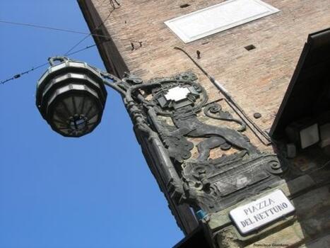 L'officina della luce, un lampione liberty e la meridiana più lunga del mondo