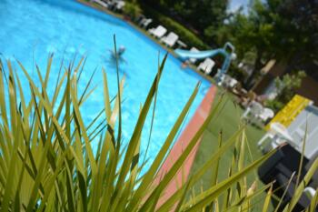 Ultima camera Luglio dal 26 al 02 Agosto Hotel con piscina, parcheggio e animazione a Rimini.