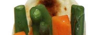 Involtini di piadina con fagiolini e carote