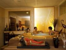 Hotel sul mare con centro benessere e massaggi. Ideale per coppie/famiglie. Park,piscina,animazione