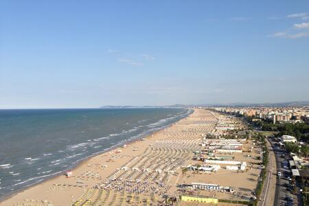 Offerta Ultima Settimana Maggio Hotel a Rimini con Piscina