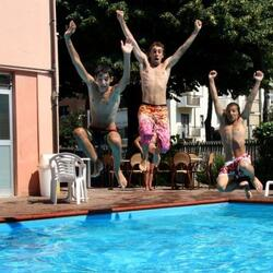 Last minute agosto Hotel con piscina e parcheggio da €.399,00 a Rimini in all Inclusive