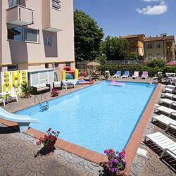 Angebot im Juni letzten Jahres 7 in Rimini All Inclusive Hotel mit Swimming Entertainment Parkplatz.