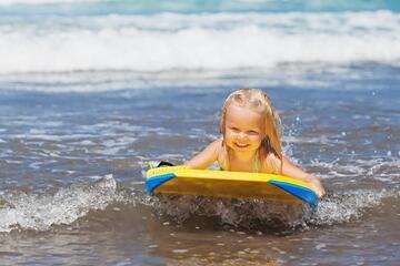 Offerta Agosto All Inclusive Riccione in hotel per famiglie con piscina e animazione