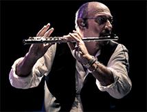 Ian Anderson dei Jethro Tull in concerto a Cesena