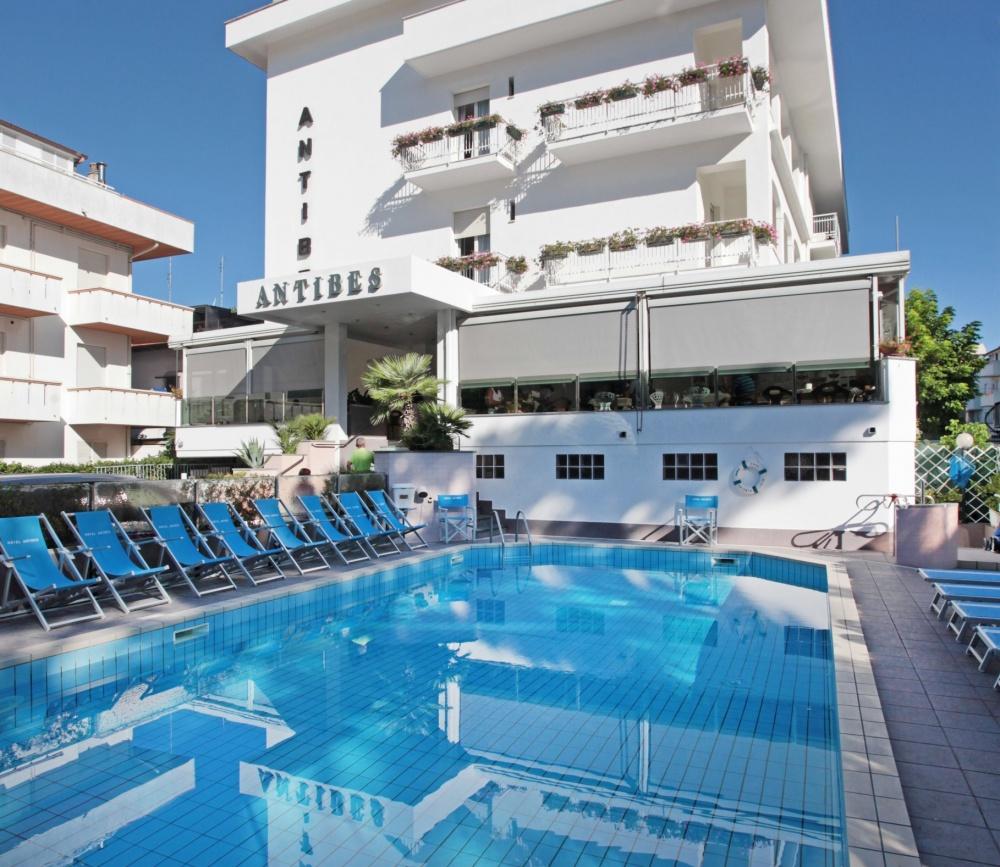 Family hotel antibes riccione 3 stelle prezzi offerte - Residence riccione con piscina ...