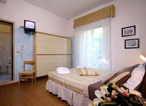 Hotel 2 Stelle - hotel la gioiosa - Rimini - Marina Centro - Box doccia