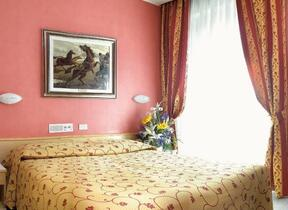 Rimini - Marina Centro - junior hotel - Hotel tre Stelle - TV