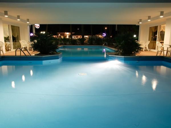 Hotel bassetti pinarella 3 stelle viale san marino 6 for Bagno 3 stelle pinarella