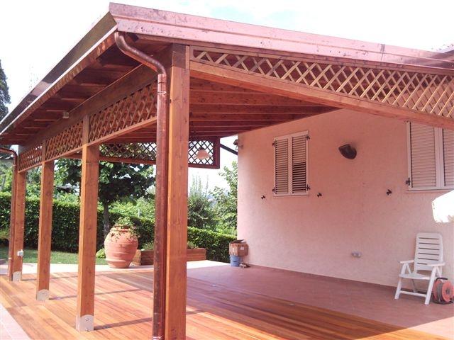 Grigliati frangisole in legno idee creative di interni e for Idee di portico contadini