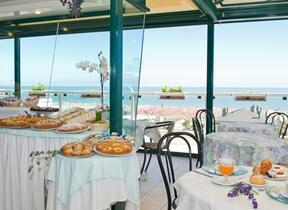 hotel augustus - Rimini - Marina Centro - Hotel 3 Stelle - Animali ammessi