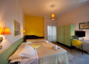 Giochi bimbi - Hotel 3 Stelle - Rivabella - hotel ivano