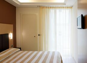 Hotel tre Stelle superiore - Rimini - Marina Centro - hotel acasamia - Telefono