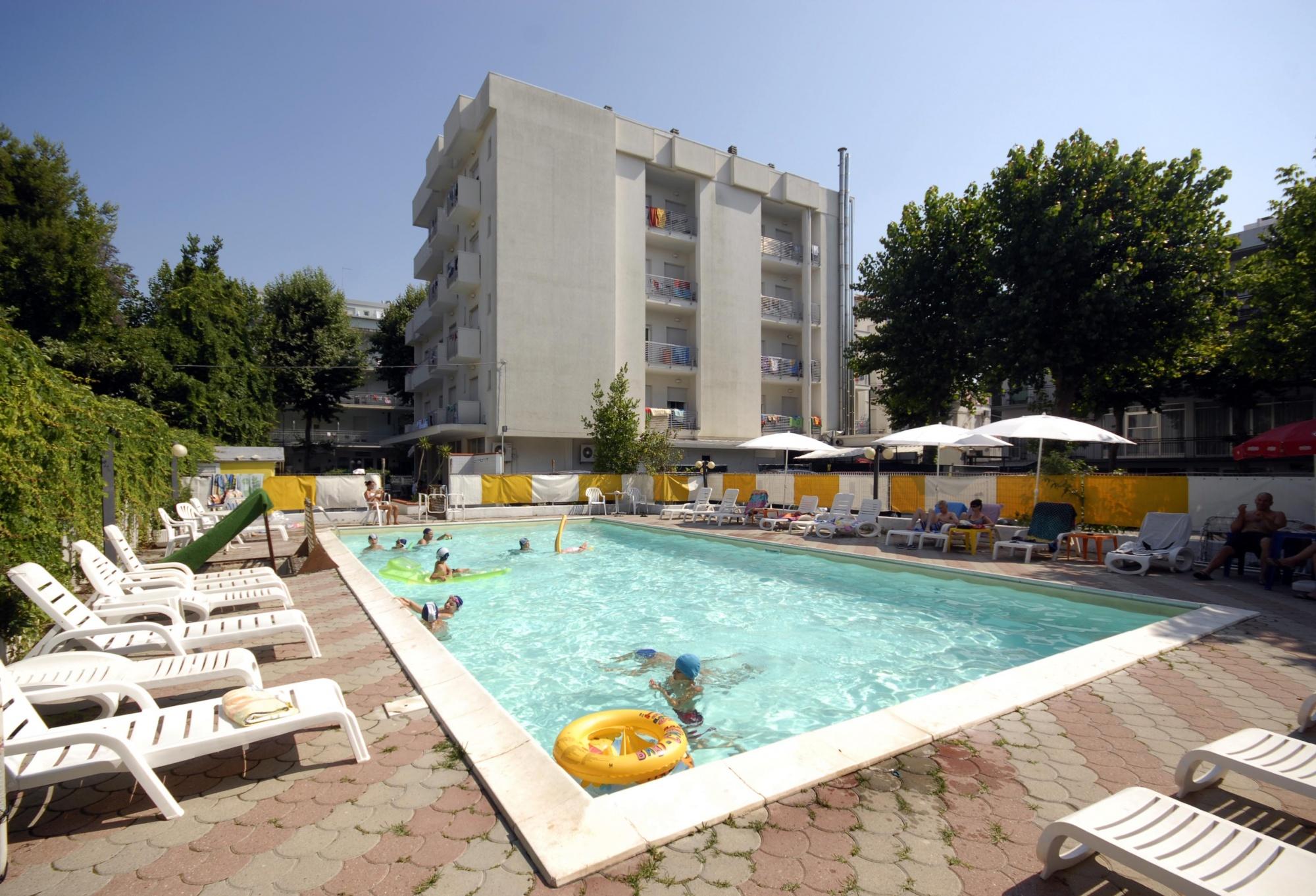 Offerta hotel giugno hotel con piscina spiaggia e bimbi gratis - Hotel con piscina riscaldata per bambini ...