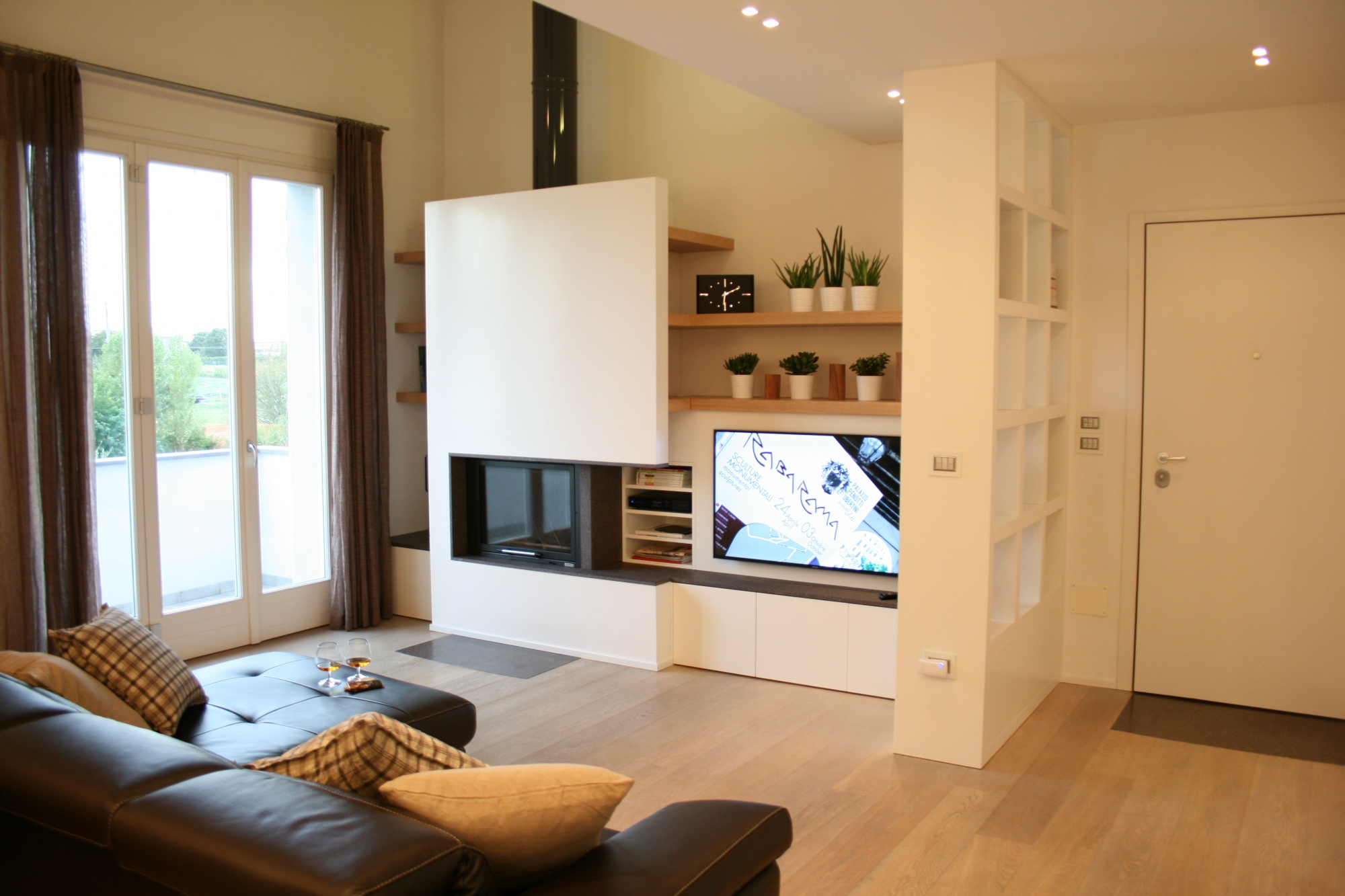 arredo salotto moderno con camino: tiarch.com pittura effetto ... - Immagini Soggiorno Moderno Con Camino 2
