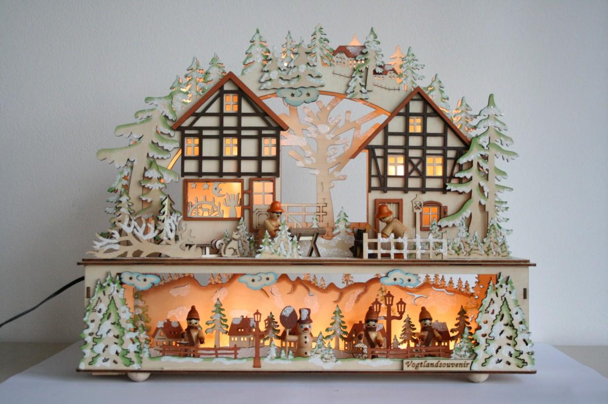 Villaggio in legno illuminato a due piani villaggi la for Piani a due piani per la casa