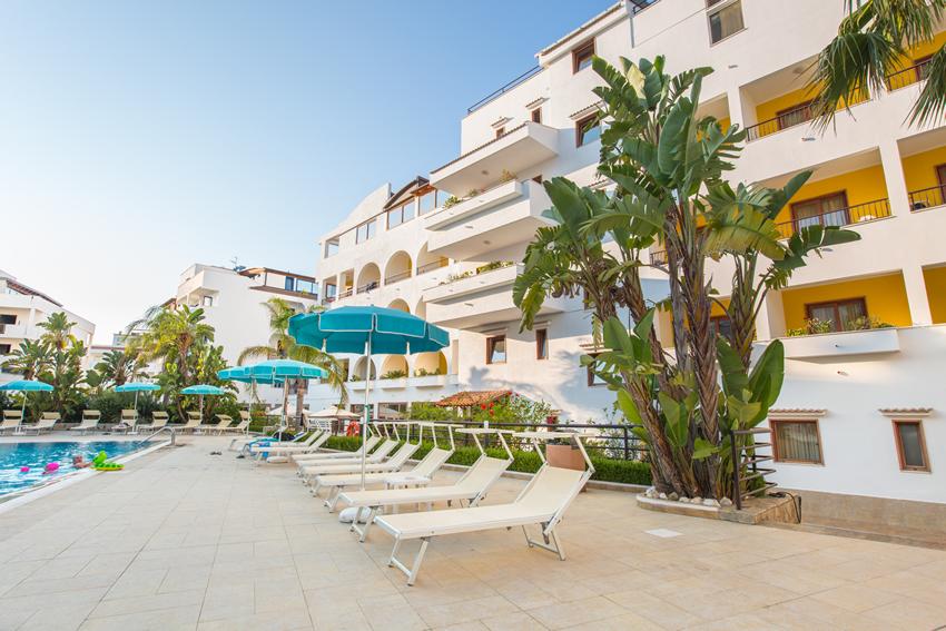 Hotel fronte mare con piscina a vieste hotel fronte mare sul gargano in puglia - Residence puglia mare con piscina ...