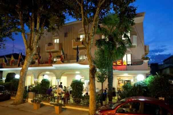 HOTEL   LOW   COST  A   RIMINI