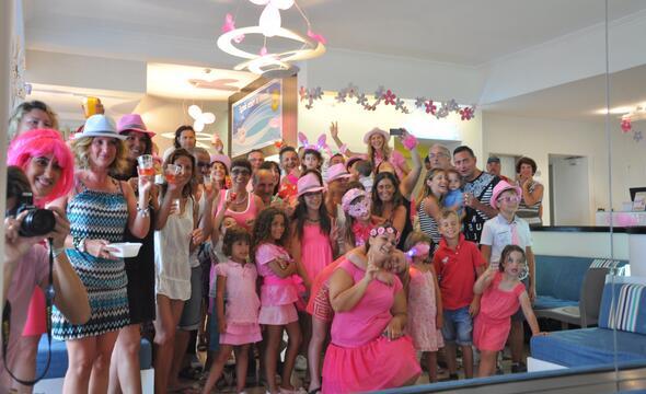Offerta per Settimana NOTTE ROSA 2018 in hotel fronte mare a Riccione con piscina e animazione