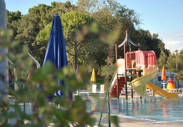 July in Bibione Pineda stay in mobile home in camping village by the sea