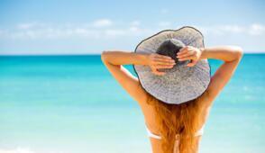 Juillet mer, soleil, relax hôtel près de la mer à Rimini en italie