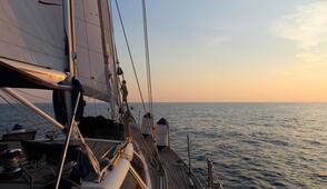 Gita in barca a vela e pesca d'altura offerta hotel Rimini Riviera Romagnola