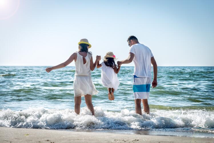 Holiday's Family - Late June Offer, Hotel in Pinarella di Cervia with pool and free children!