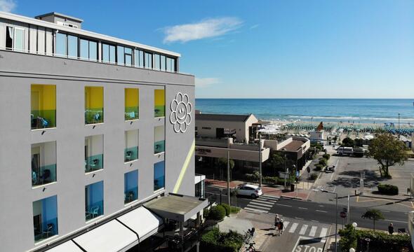 Agosto all inclusive offerte hotel con piscina e parcheggio Riccione