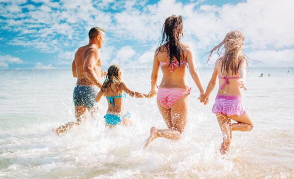 Offerta 1° settimana Agosto Riccione in hotel per famiglie con piscina