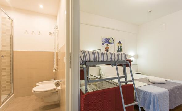 Offerta 25 Aprile Bimbo Gratis Riccione Hotel con piscina