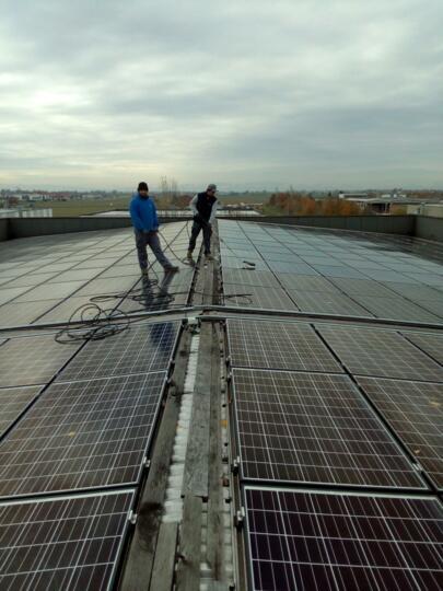 La stagione ideale per pulire gli impianti fotovoltaici
