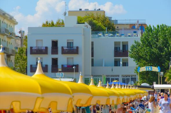 Offerta Ponte del 2 giugno a Rimini, Hotel Fronte Mare, Ottima Cucina, Animazione e Parcheggio
