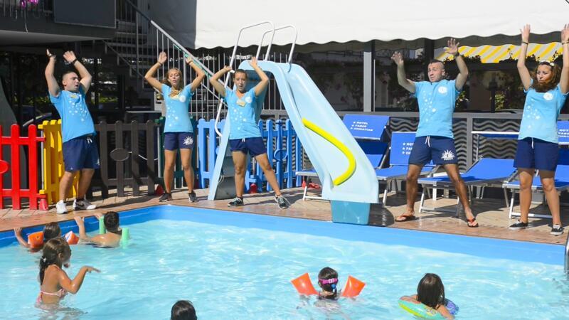 Offre Fin Juillet All Inclusive à Rimini à l'hôtel avec piscine, services enfants et un max de fun