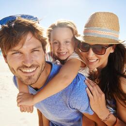 Offerta Luglio ALL INCLUSIVE Hotel 3 stelle a Rimini sul mare con Spiaggia privata Bambini gratis