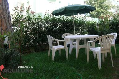 Holiday apartment for 4 people, ground floor with private garden, for rent in Riccione - TANC4