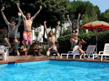 Offerta Ponte 2 Giugno 2019 Hotel con Piscina Rimini e Idromassaggio Panoramico 38° con Vista Mare
