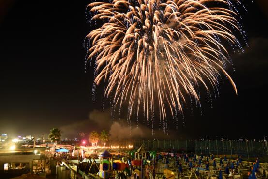 10 Agosto 2020 - Cena on the Beach sotto le stelle e Fuochi d'Artificio
