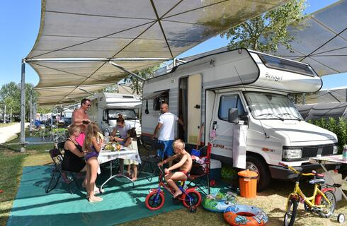 Occasione Agosto in Campeggio Parco Delta Po con piscina e animazione