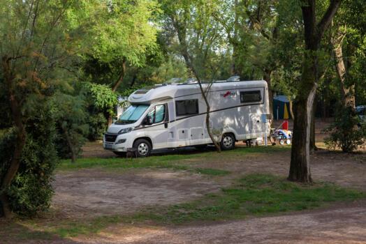 Ferien auf einem Stellplatz in einem Campingdorf an der Küste in Bibione. Wochenend-Special.