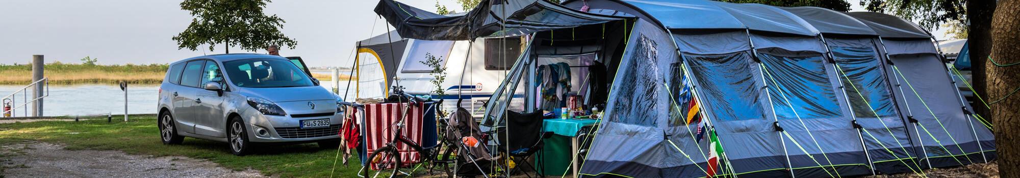 Ferier i juni på standpladser på campingplads i Bibione