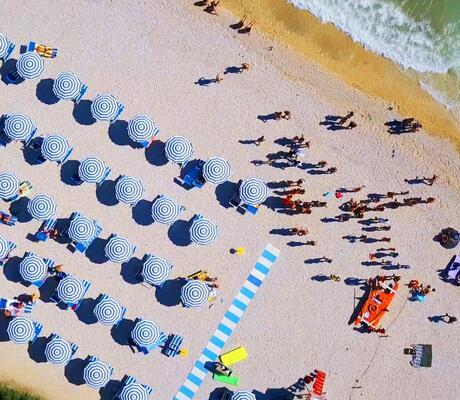 Prenota Prima la tua vacanza in Villaggio sulla riviera delle Marche, direttamente sul mare!