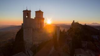 Lever de soleil sur la montagne en concert