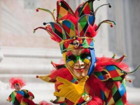 With the Carnival package, fun and games for all are guaranteed; discount . .sconto...discount!!