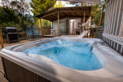Romantic weekend in a mobile home with jacuzzi