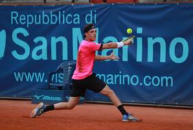 Cecchinato (n.1 del torneo) debutta vincendo il derby con Lorenzi