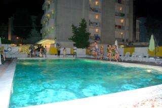 Hotel BB Rimini Agosto con Piscina e Parcheggio