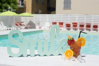 Offerta Hotel Economico Rimini Agosto: Camera e Colazione, Parcheggio e Piscina