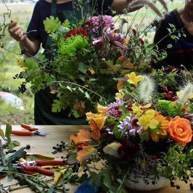 Laboratori di composizione floreale sostenibile