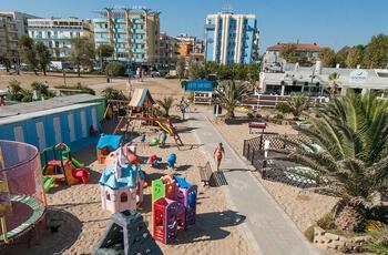 Offerta Giugno hotel 4 stelle Rimini con bambini a metà prezzo