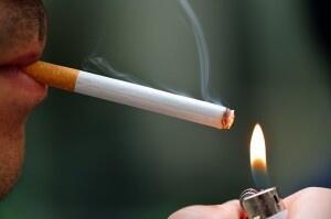 Caduta dei capelli causa fumo: il nesso esiste